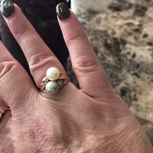 14KT gold diamonds and pearls ring